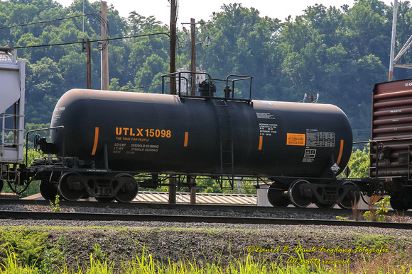 Vehicle - Rail - Rolling Stock (Freight) - Tank Car - Funnel-Flow
