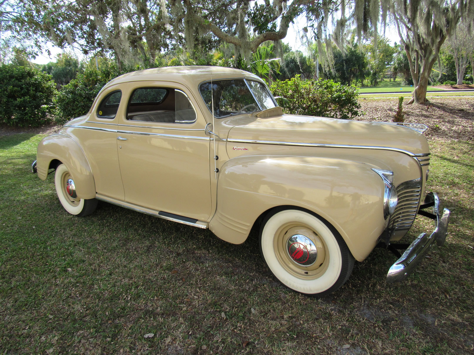 Vehicle - Vehicle - Automobile - Plymouth - Deluxe