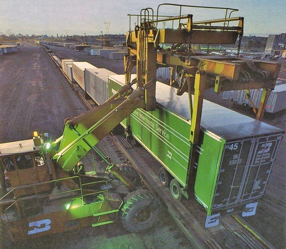 Intermodal - Truck - Intermodal - Raygo Wagner Piggy Packer