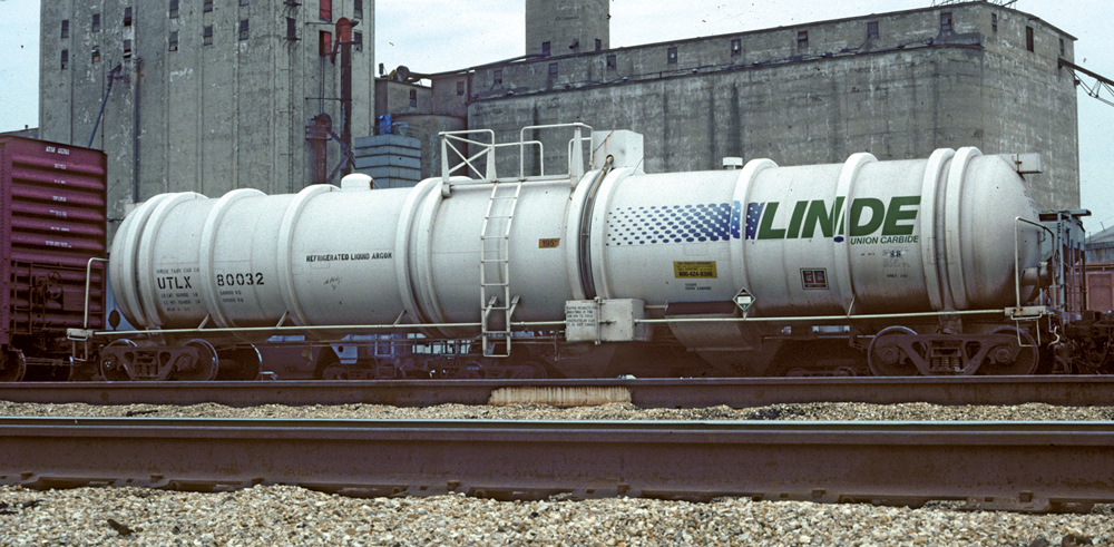 Vehicle - Rail - Rolling Stock (Freight) - Tank Car - Cryogenic