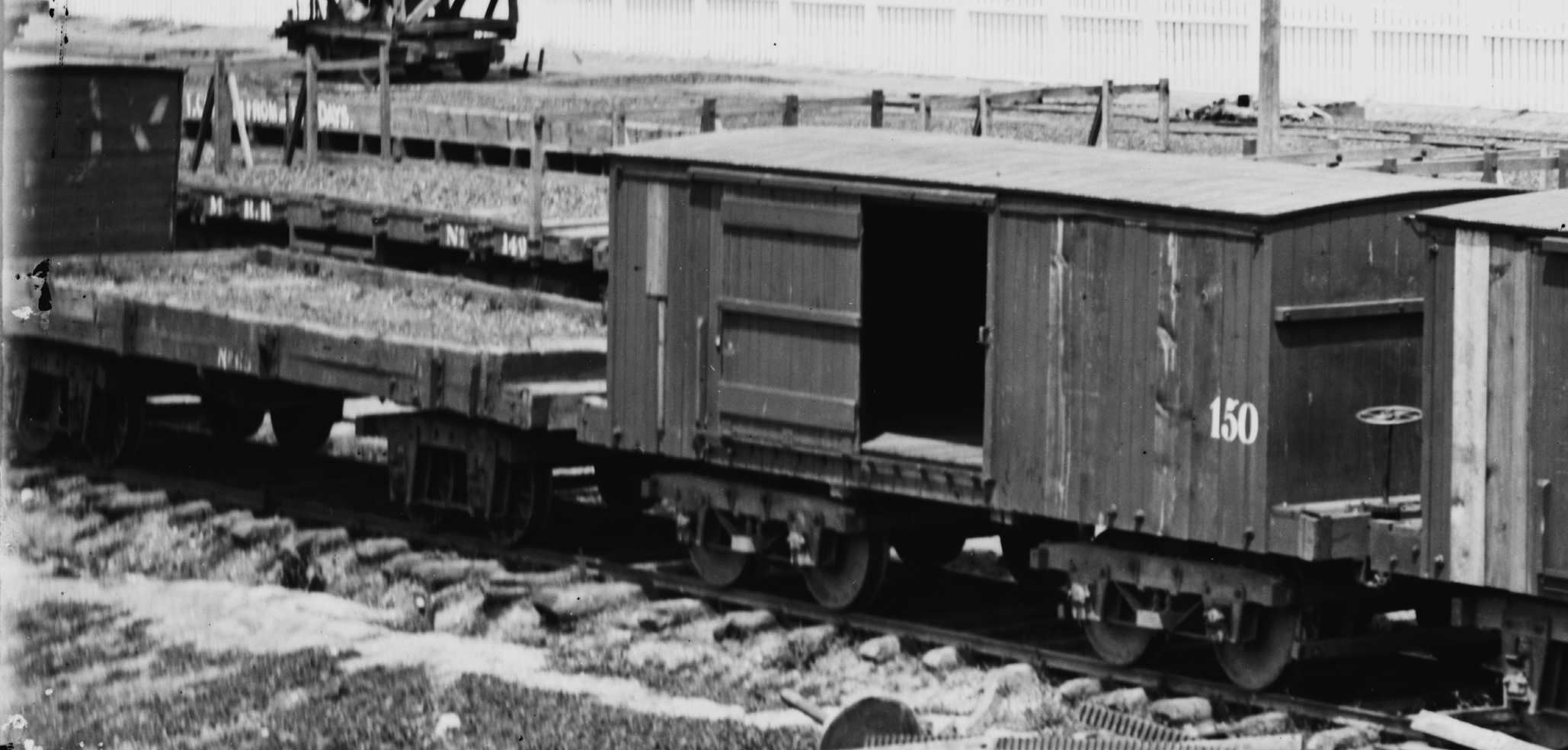 Rail - Rolling Stock (Freight) - Boxcar - 26 Foot Wood Truss
