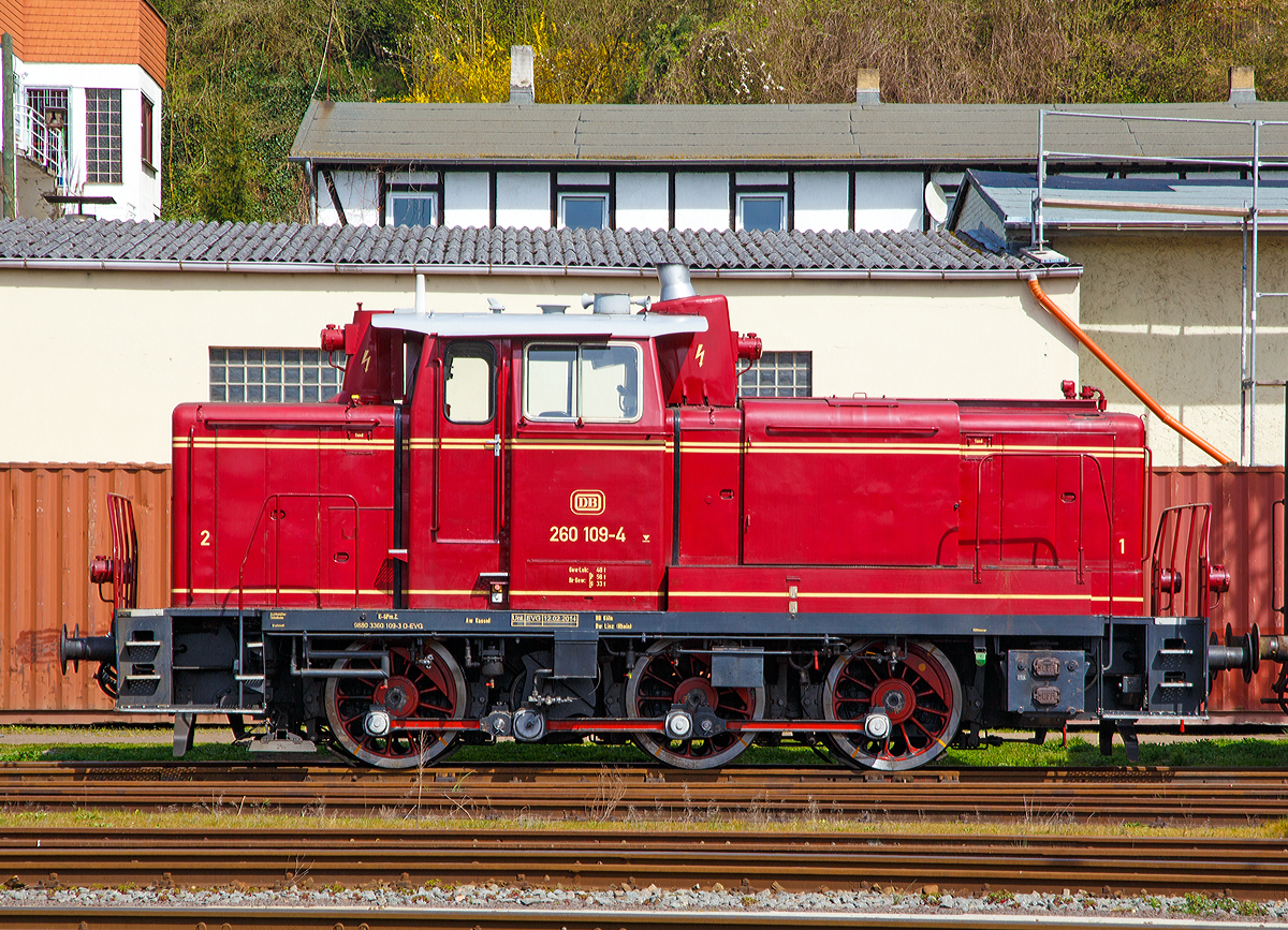Vehicle - Rail - Locomotive - Diesel - DB V60