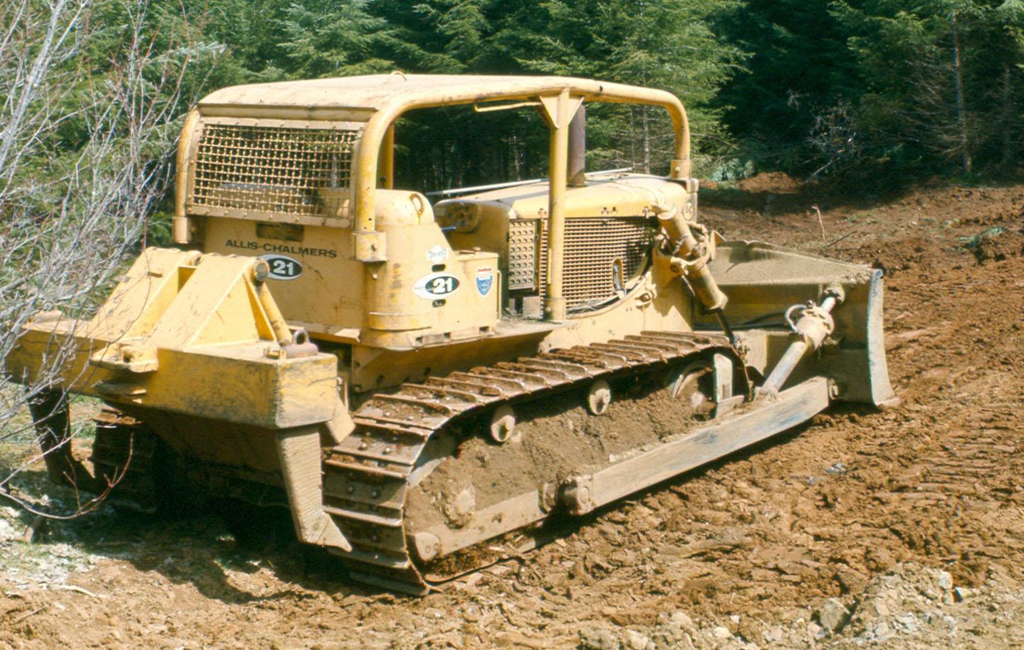 Vehicle - Tractor - Allis-Chalmers - HD-21 Bulldozer