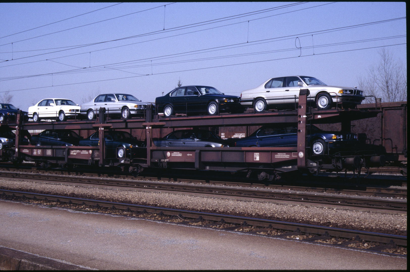 Vehicle - Rail - Rolling Stock (Freight) - Autorack - Open, Bi-Level, Laekks 551