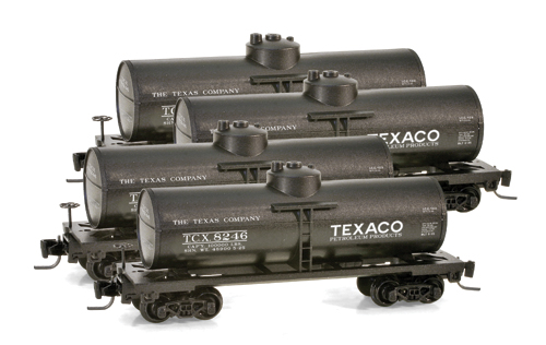 Z Scale - Micro-Trains - 994 00 021 - Tank Car, Single Dome, 39 Foot - Texaco - 4-Pack