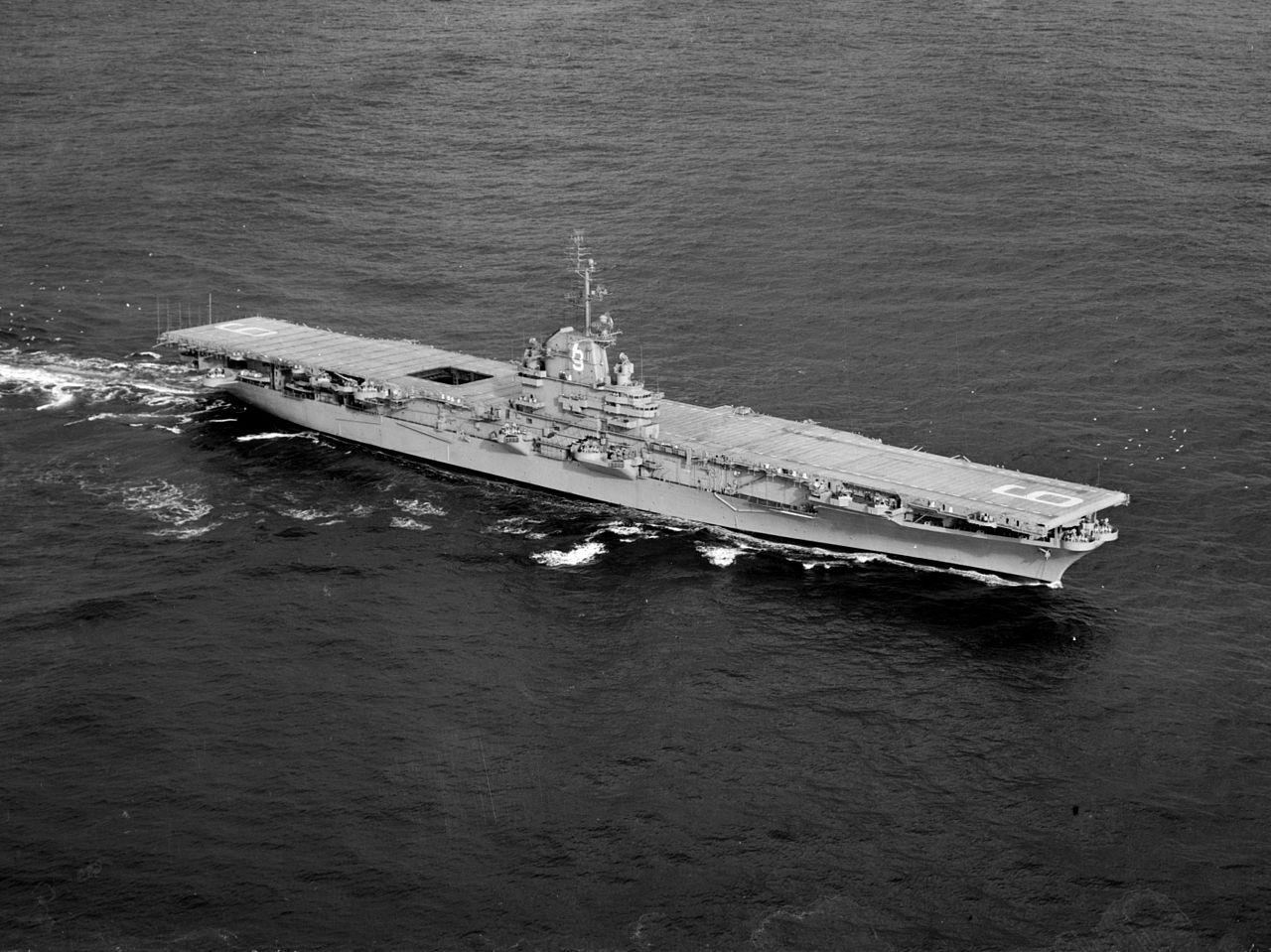 Warship - USS Essex (CV-9) - Carrier